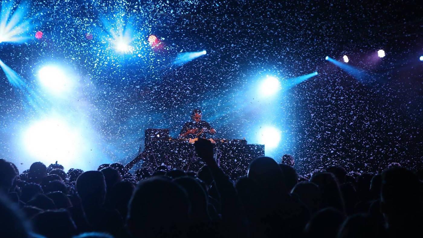 animation soiree evenement estival dj mise en lumière sonorisation machine à fumée